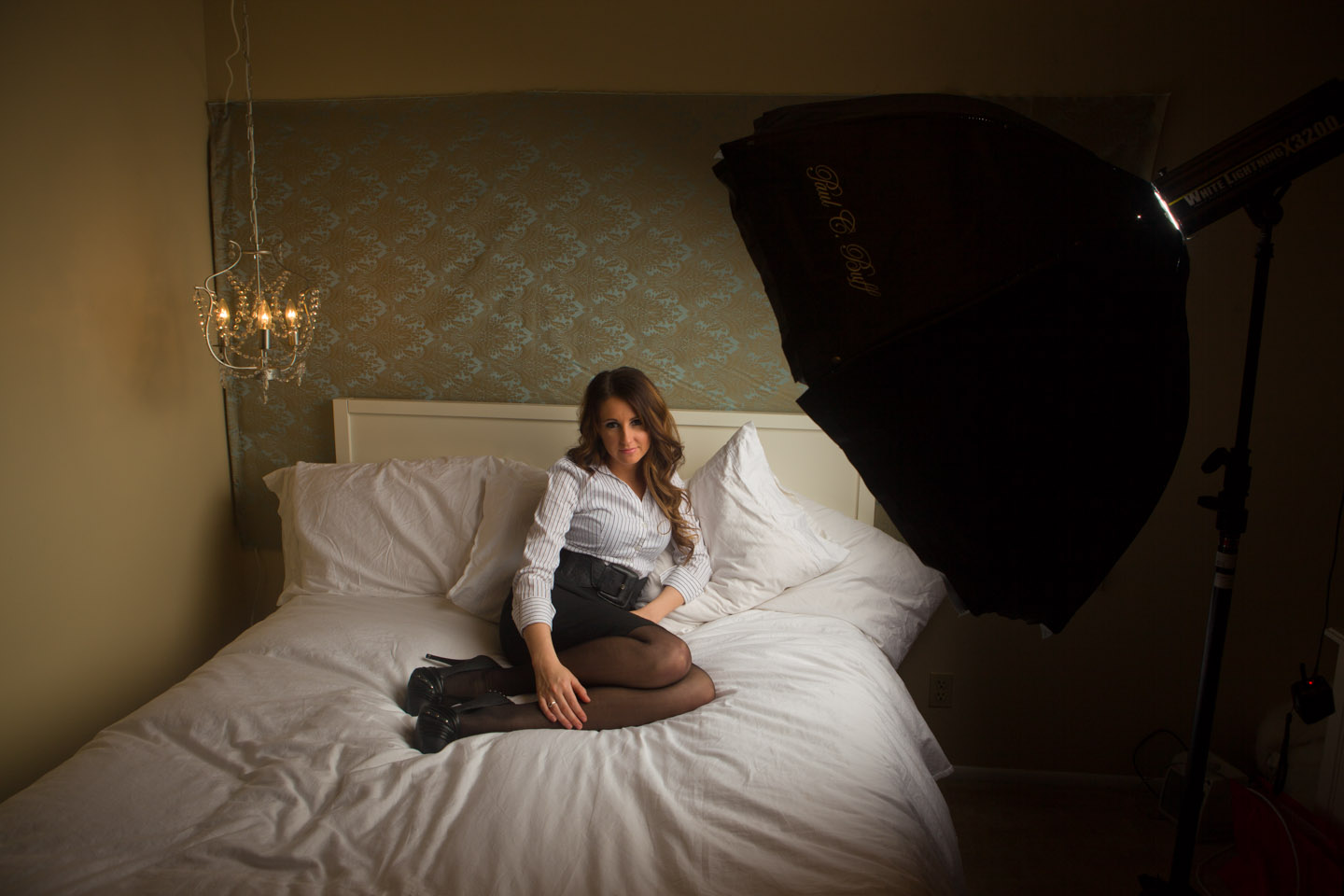 Behind the scenes lighting for the boudoir photo shoot
