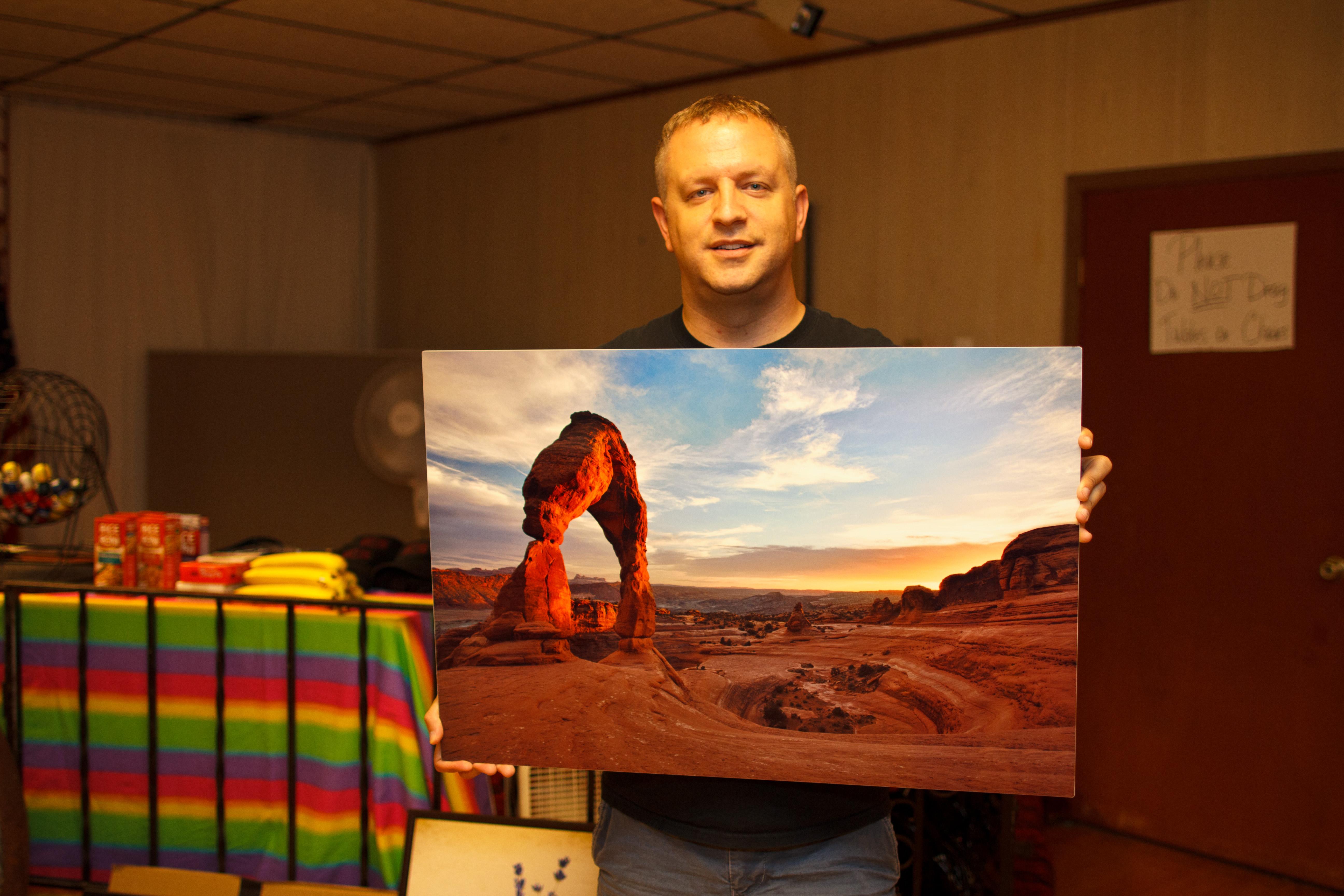 dav.d donates a metal print of Moab at Gay Bingo