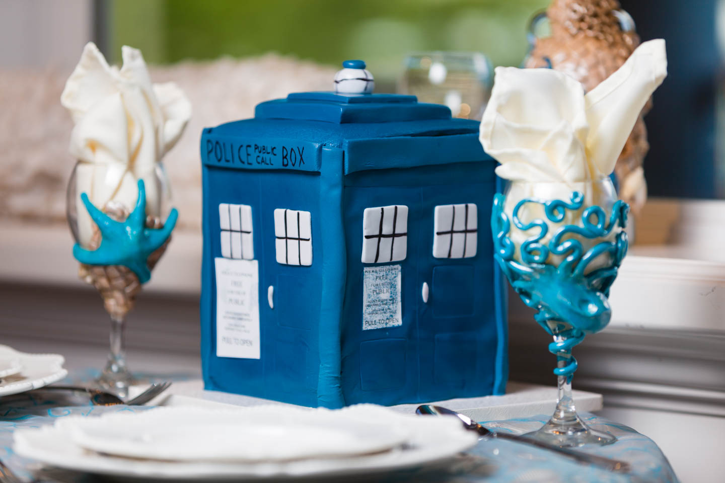 A Tardis Wedding Cake because Jen is a fan of Doctor Who
