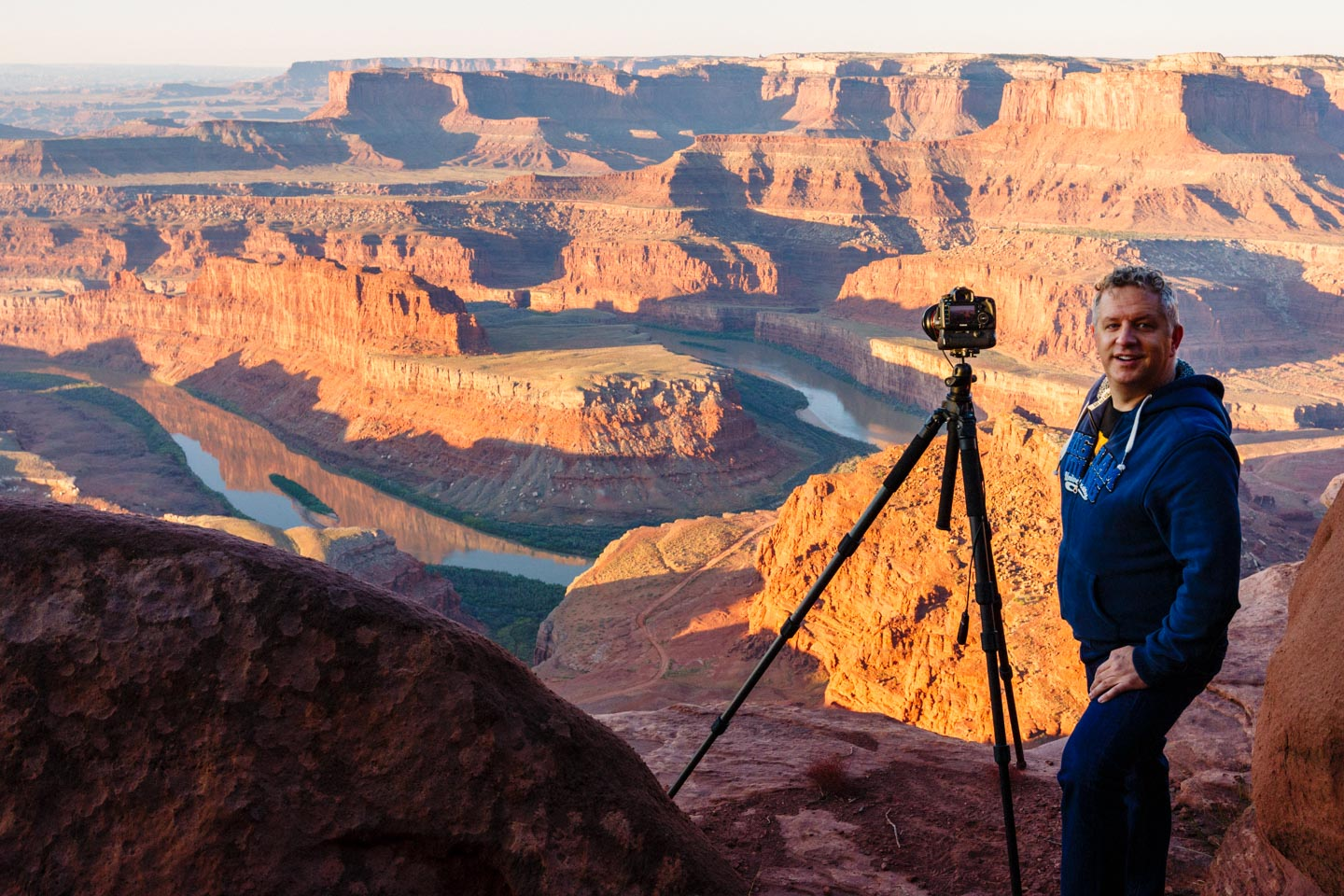 dav.d with his camera and his tripod ready to rock the Landscape photography