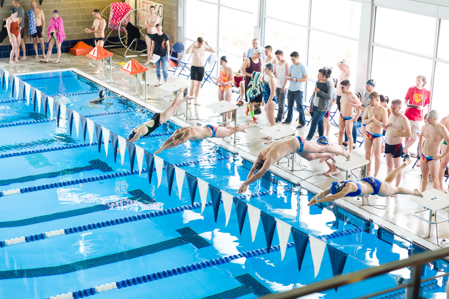 Aerial view of a swim race starting