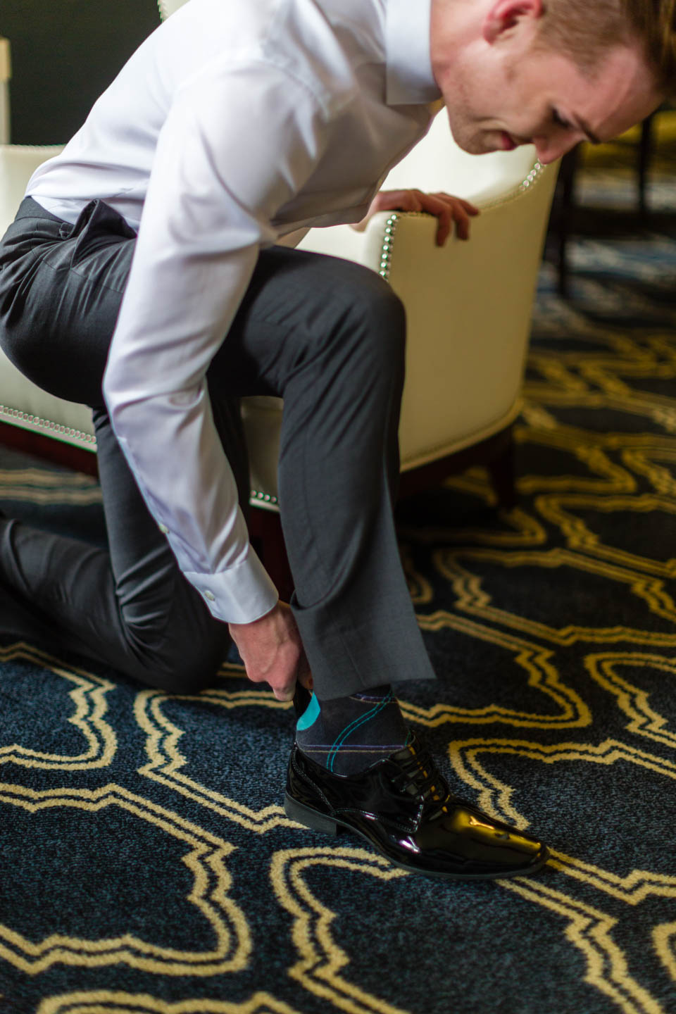 Groom puts on shoes