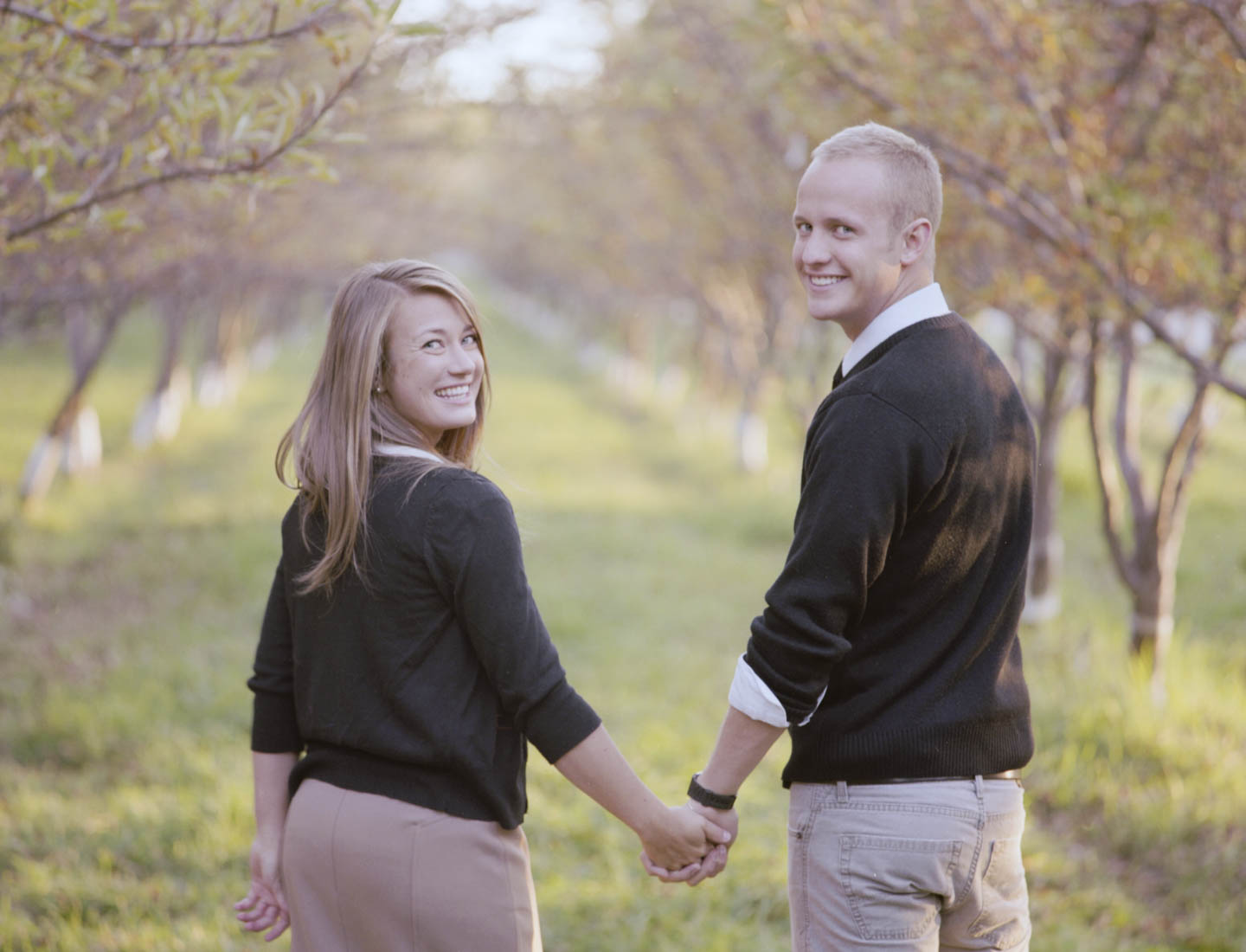Engagement photography at an apple orchard