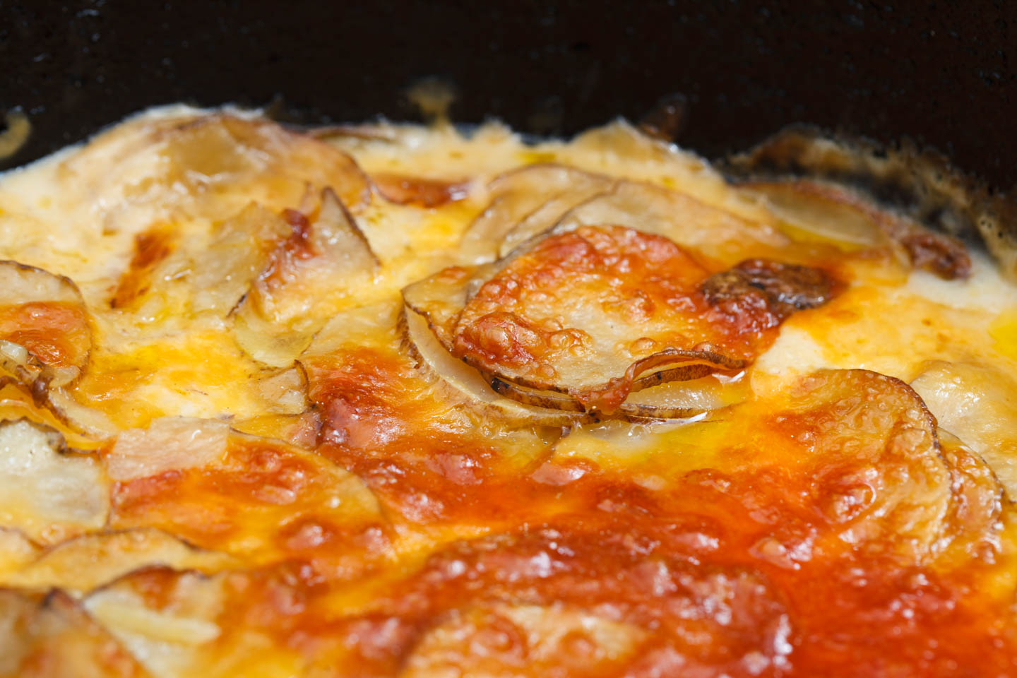 Dutch oven scalloped potatos